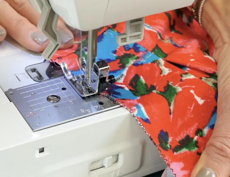Finishing outer edge of Skirt A zig zag stitch