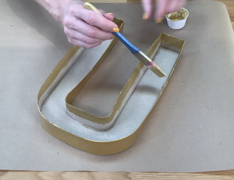 Painting the edges of the 3D letter